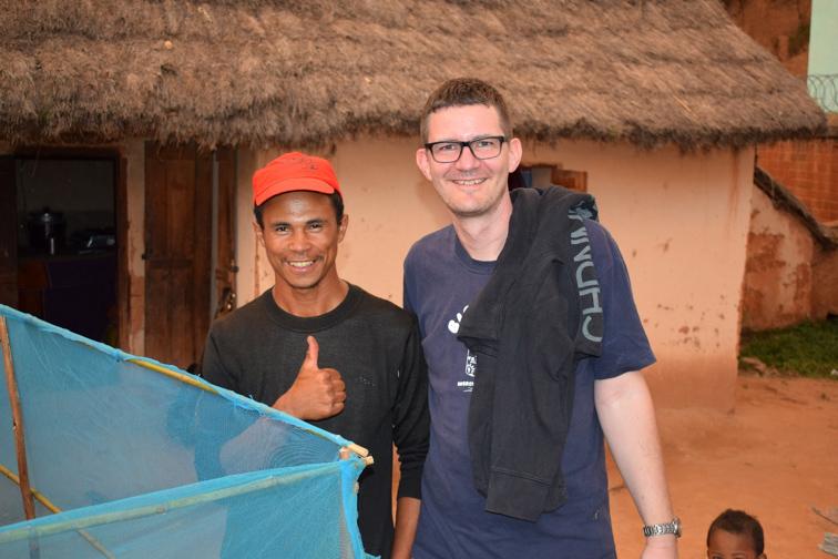 NaTiNo e.V. in Madagaskar - Und hier ist der stolze Besitzer mit unserem Vereinsvorsitzenden, der vor Ort alles besichtigt hat.